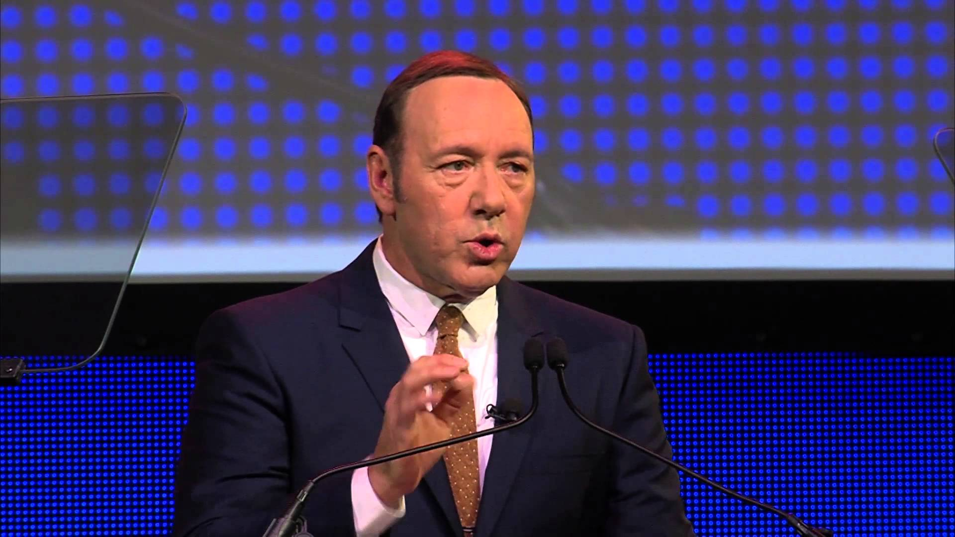 Kevin Spacey explains content marketing in 5 minutes